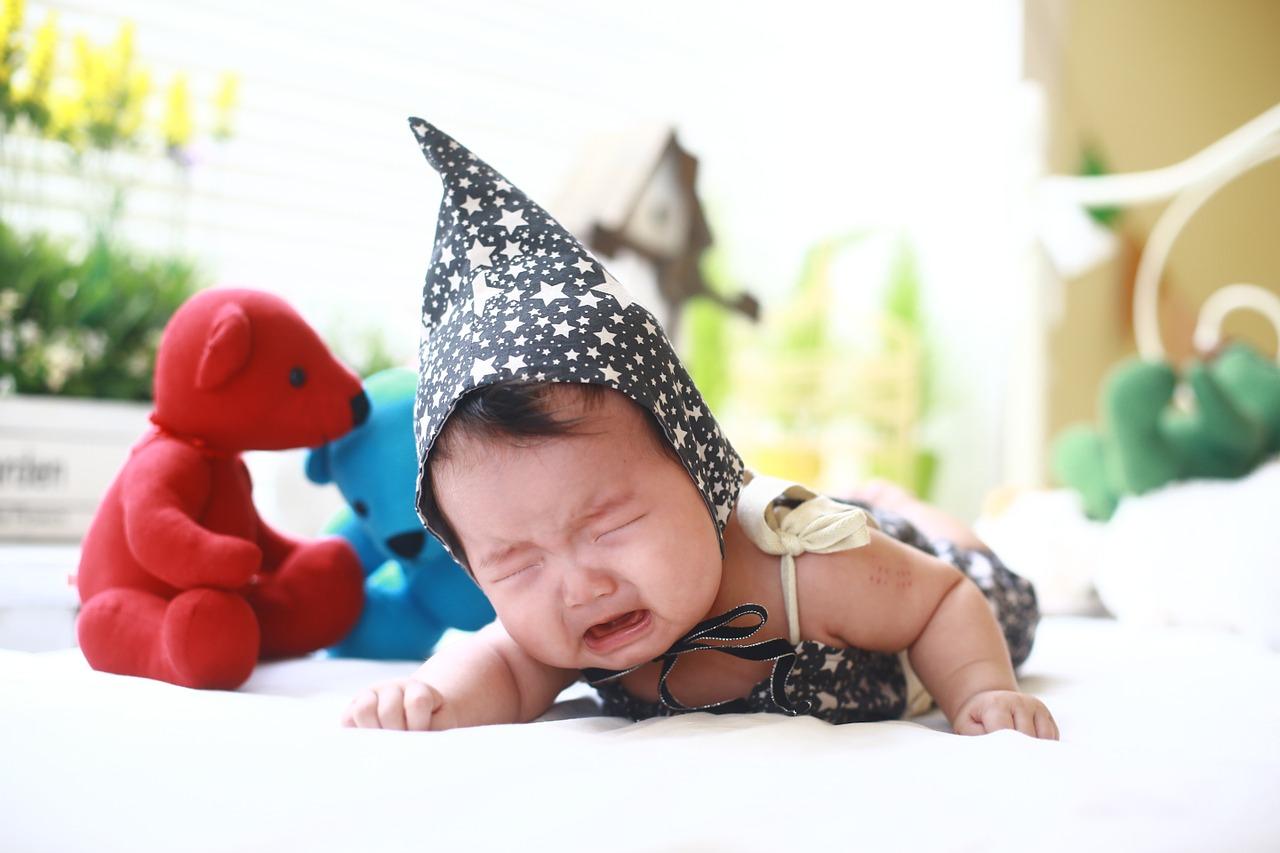 Laisser bébé pleurer jusqu'à se calmer tout seul: mauvaise idée