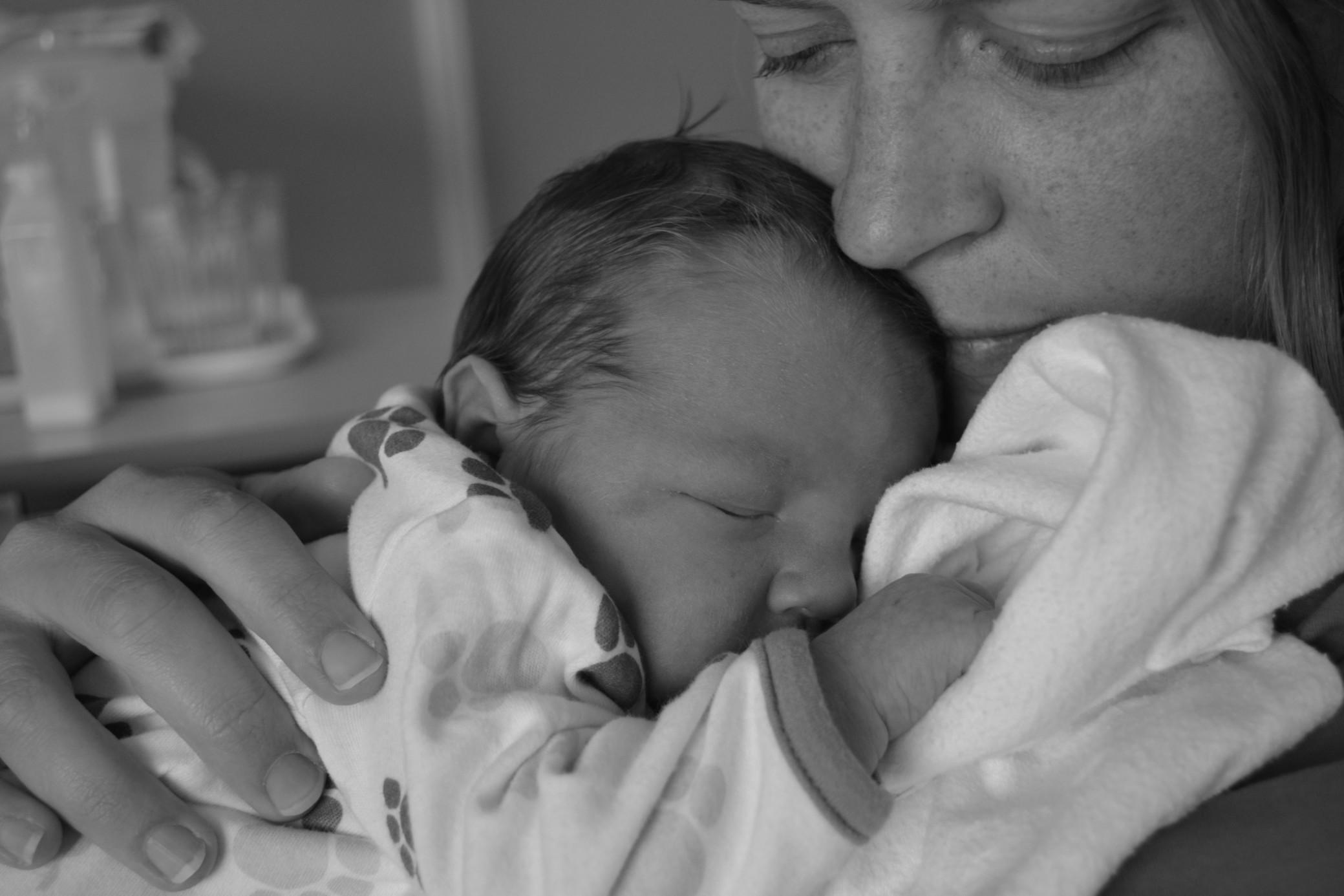 Les bienfaits du portage de bébé pour la complicité parent-enfant